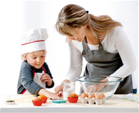 atelier cuisine parents enfants les ateliers cuisine pour enfants les petits bouts
