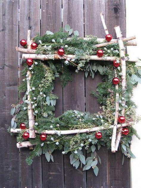 decoration de chaise pour noel comment incorporer la branche de sapin dans la décoration