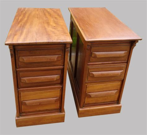 bureau teck bureau ancien en teck 2 caissons et plateau de verre