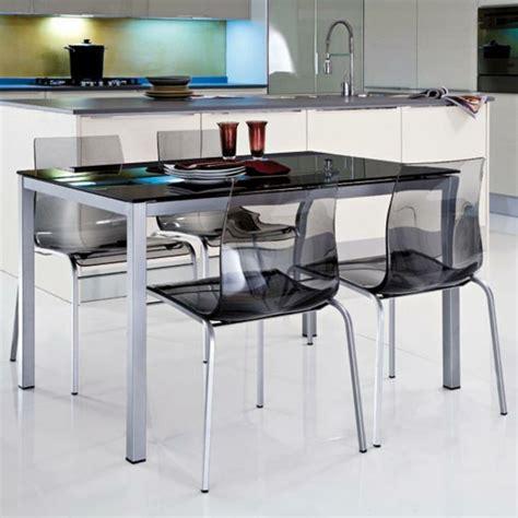 table de cuisine chaise les chaises transparentes et l 39 intérieur contemporain