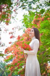 Image result for tranh ve thieu nu ao dai