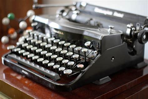 machine a ecrire moderne les services secrets allemands vont r 233 utiliser la machine 224 233 crire monsieur vintage actu sur