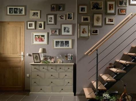 mur de cadres  dans lescalier cuisine pinterest