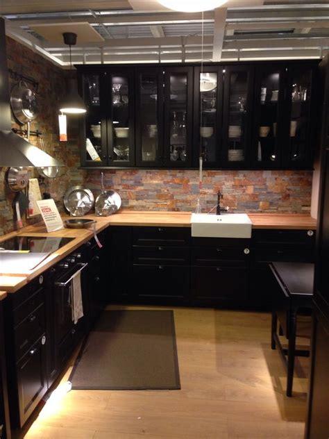 cuisine noir et bois cuisine intime et industriel cuisine