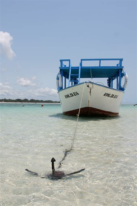 How To Anchor A Boat by How To Anchor A Boat On The The Best Beaches In