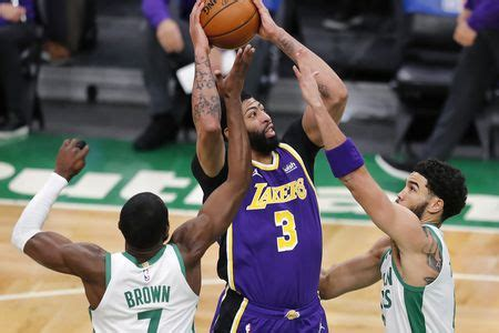 Boston Celtics miss two shots in final seconds, fall to ...