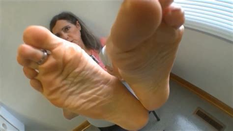 Sexy Mature Caught You Staring At Her Feet Joi Hd Porn B4
