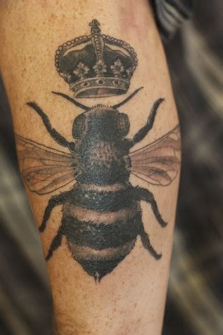 By Tattoo Designs bee tattoos designs ideas  meaning tattoos 319 x 480 · jpeg