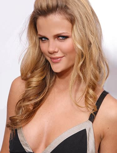 Brooklyn Decker Pictures, Photo Galleries, Bio & Rating