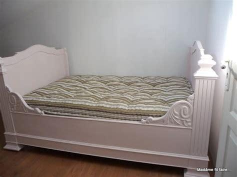 relooking déco repeindre le lit de coin lit bateau