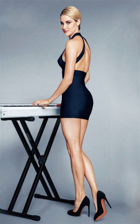 shailene woodley sexy shailene woodley gorgeous long legs in a short and tight