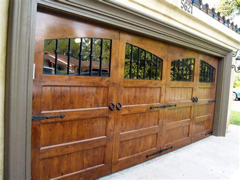 25+ Bästa Wood Garage Doors Idéerna På Pinterest