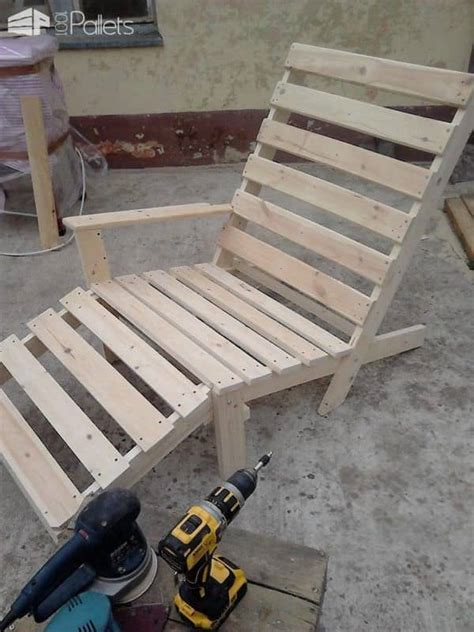 relaxing outdoor pallet chaise lounge chair  pallets