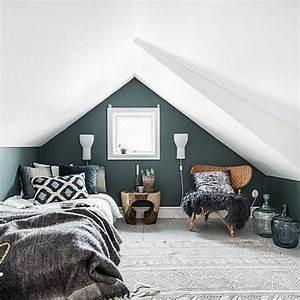 deco salon chambre mansardee couleur mur bleu petrole With tapis chambre bébé avec chambre de culture automatique