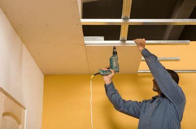 monter un faux plafond dans une pi 232 ce le roi de la bricole