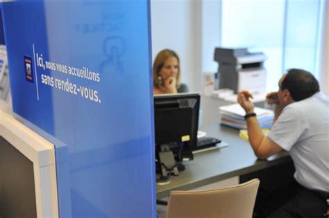 banque de bureau la banque postale sur le front du digital planete business