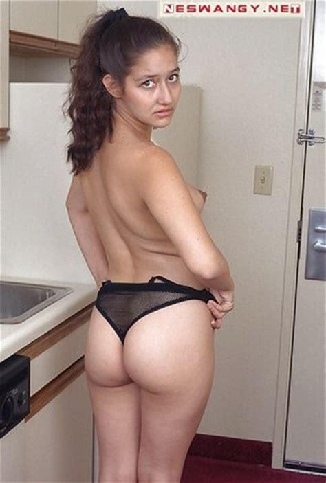 Little Sex Girl بنت عمرها 22 عاما حامل وكسها مشعر لمحبى هذا