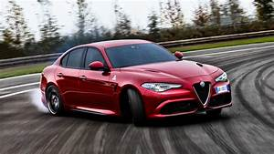 Alfa Romeo Giulia Quadrifoglio Occasion : the motoring world usa the alfa romeo giulia quadrifoglio was awarded the star of the show ~ Gottalentnigeria.com Avis de Voitures