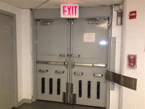 dig hardware ww exit  disguise fire door