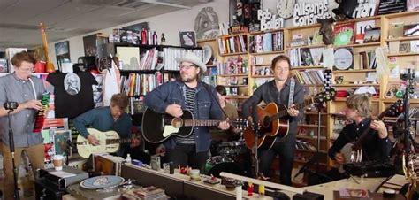 Wilco Tiny Desk Concert Npr by Wilco Un Live Su Npr Tiny Desk Concert News