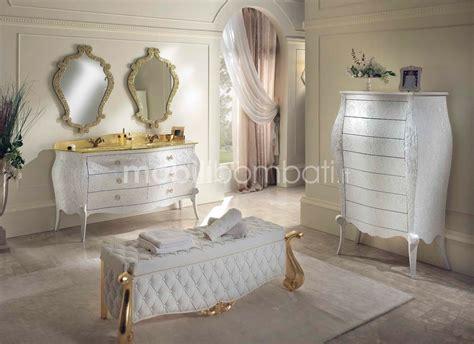 cassettiere originali cassettiera barocca con bassorilievo damascato gli