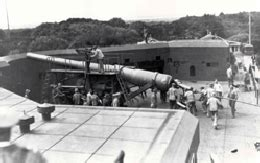 Japanese submarine shells Fort Stevens at the mouth of the ...
