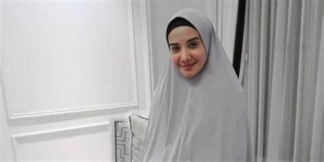 street style hijab syari ala zaskia sungkar dreamcoid