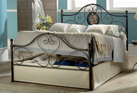 letto matrimoniale in ferro battuto con contenitore letti ferro battuto con cassettone offerte materassi