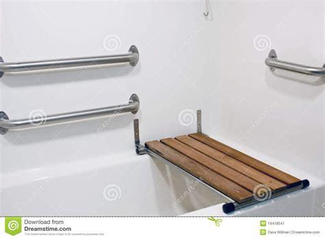 siege pour baignoire handicape si 232 ge de banc sur le baquet d handicap image stock image 14418541