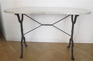 Table Marbre Ovale : table bistrot vintage ovale en marbre luckyfind ~ Teatrodelosmanantiales.com Idées de Décoration