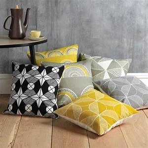 Coussin Style Scandinave : d corer l 39 int rieur avec le tissu scandinave ~ Teatrodelosmanantiales.com Idées de Décoration