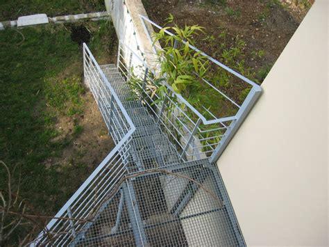 escalier en caillebotis metallique escalier ext 233 rieur droit marches caillebotis ehi escalier h 233 lico 239 dal industriel