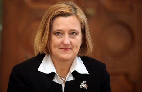 Rektore Rēvalde sola «pretoties Lemberga spiedienam»   BNN ...