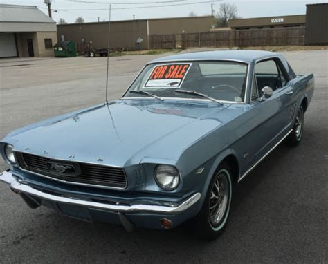 seller  classic cars  ford mustang bluebluewhite
