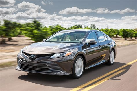 Review Toyota Camry Hybrid by 2018 Toyota Camry Hybrid Review Autoguide