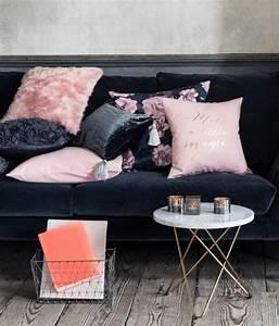 Schwarz Weiß Kissen : 50 einrichtungsideen f r wohnzimmer mit gem tlicher deko ~ Frokenaadalensverden.com Haus und Dekorationen