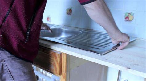 installer un comptoir de cuisine comment encastrer un évier en inox dans un plan de travail
