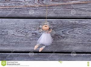Une Corde De Bois : belle f e argent e accrochant sur une corde sur une ~ Melissatoandfro.com Idées de Décoration