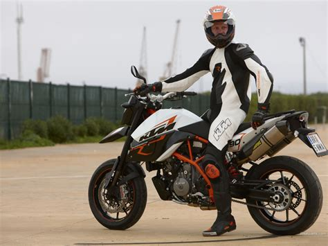 Ktm 990 Supermoto R 1024 X 768 Wallpaper
