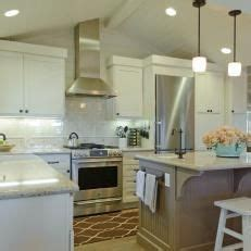 crown kitchen cabinets 1000 ideas about vaulted ceiling kitchen on 3032