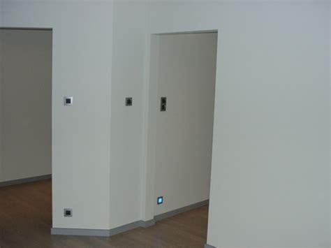 bureau de clerc bureau toegang naar twee kinderslaapkamers