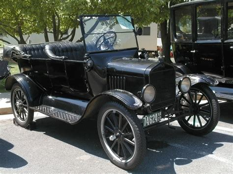 1923 Ford Cars