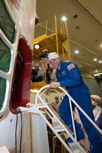 Astronaut Mike Hopkins Checks Out Soyuz | NASA