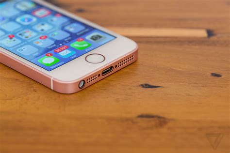 apple iphone se review a iphone se review today s tech yesterday s design the verge