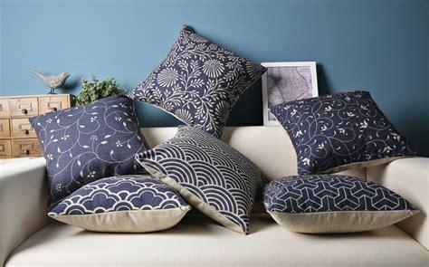 coussin de canapé design les coussins design 50 idées originales pour la maison