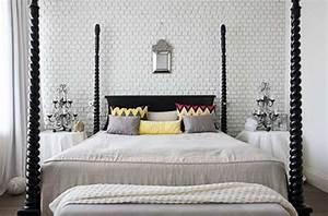 une tete de lit tendance faite avec un mur de briques blanches With ordinary couleur de maison tendance exterieur 12 chambre blanche une couleur deco zen pour chambre adulte