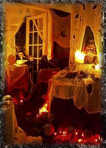 SPOOKY OUTDOOR DECORATIONS FOR THE HALLOWEEN NIGHT