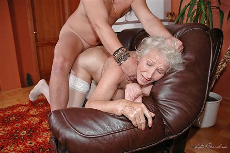 Slutty Granny In White Stockings Gives A Blowjob And Gets
