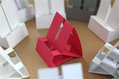 Excellent Diy Iphone Dock Using Card Paper