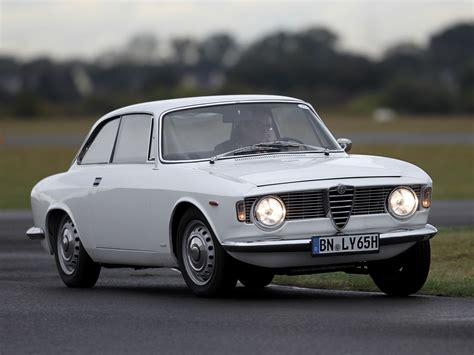 Alfa Romeo Giulia Sprint Gt by Alfa Romeo Giulia Sprint Gt 105 1963 66